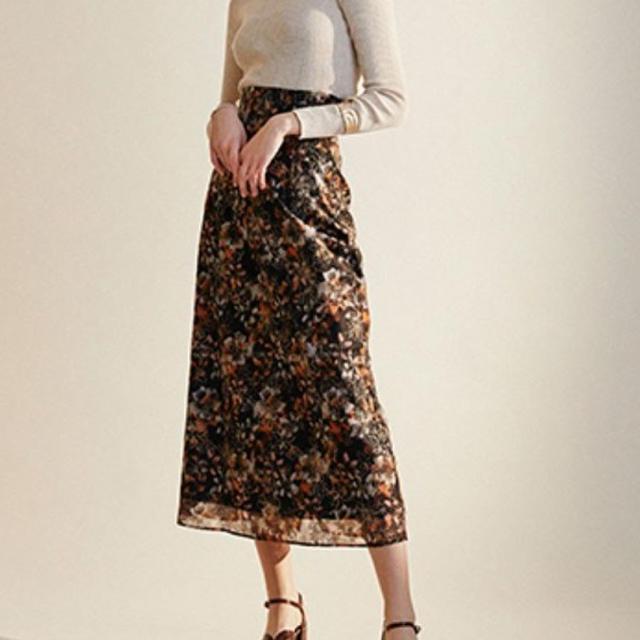 Lily Brown(リリーブラウン)のぼかし花柄刺繍スカート レディースのスカート(ロングスカート)の商品写真