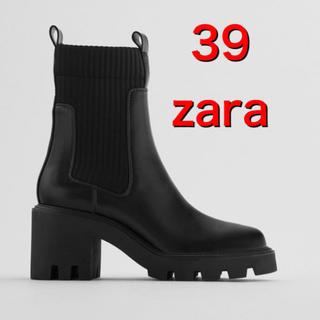 ザラ(ZARA)のZARA 新品 ヒールトラックソール付きソックス風アンクルブーツ ショートブーツ(ブーツ)