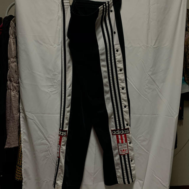 adidas(アディダス)の古着 adidas アディダス スナップ パンツ トラックパンツ 3本ライン レディースのパンツ(その他)の商品写真