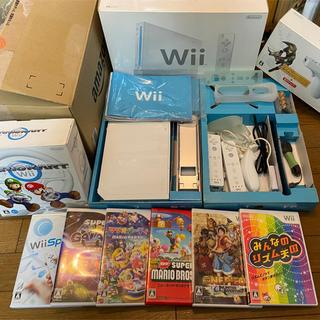 ウィー(Wii)のWii本体とソフト8本(家庭用ゲーム機本体)