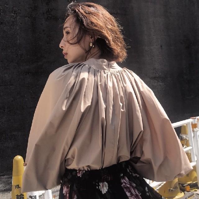 Ameri VINTAGE(アメリヴィンテージ)のアメリヴィンテージ ボリュームギャザーブラウス レディースのトップス(シャツ/ブラウス(長袖/七分))の商品写真