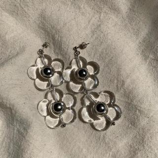 カスタネ(Kastane)の再∞販 twin clear flower pierce(ピアス)