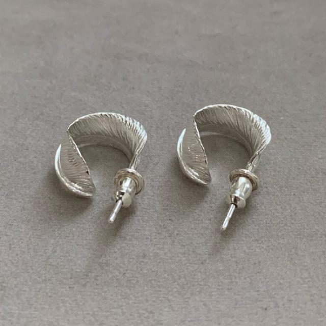 シルバー925 フェザー フープピアス シルバーピアス silver925 メンズのアクセサリー(ピアス(両耳用))の商品写真