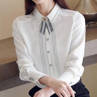 ジルスチュアート(JILLSTUART)のラインデザインレトロリボンシャツ(ホワイト)(シャツ/ブラウス(長袖/七分))
