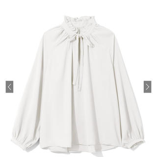 GRL - 白石麻衣 前後2WAYリボンフリルカラーサテントップス  GRL グレイル