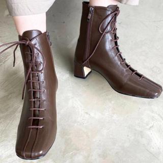 ザラ(ZARA)の今期流行 スクエアトゥレースアップブーツ(ブーツ)