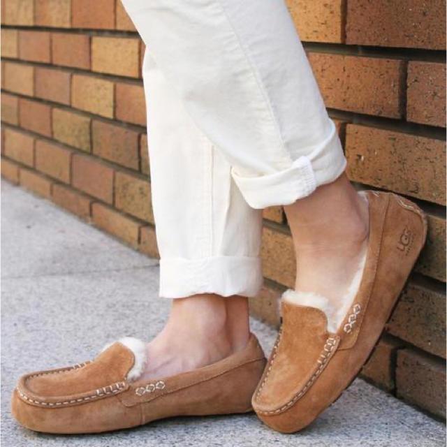 UGG(アグ)のUGG ANSLEY アグ アンスリー レディースの靴/シューズ(スリッポン/モカシン)の商品写真