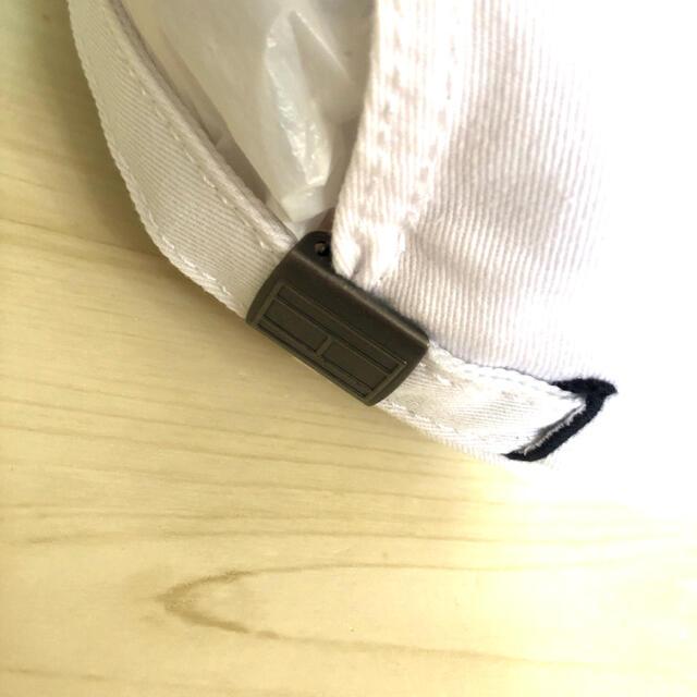 TOMMY HILFIGER(トミーヒルフィガー)のトミーヒルフィガー 白 フラッグ ロゴ キャップ 帽子 野球帽  ブランド 新品 レディースの帽子(キャップ)の商品写真