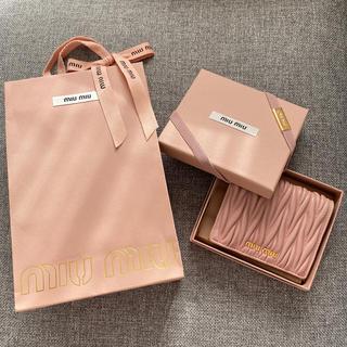 miumiu - miumiu 二つ折り財布 マトラッセ