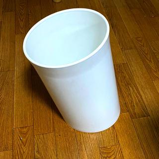 斜めに傾斜のついたゴミ箱 ダネーゼ イン アテッサ ゴミ箱 (ごみ箱)