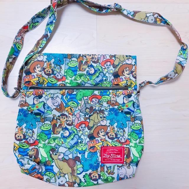 トイ・ストーリー(トイストーリー)の新品同様トイストーリー 総柄ショルダーバッグ キッズ/ベビー/マタニティのこども用バッグ(その他)の商品写真