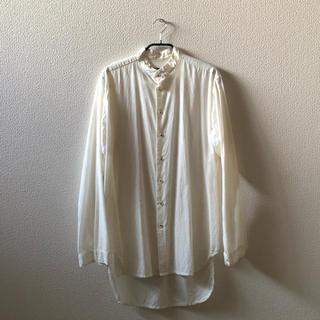 ポールハーデン(Paul Harnden)のGeoffrey B.Small スタンドカラーシャツ(シャツ)