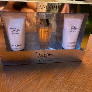LANCOME - 新品未使用ランコム トレゾァインラブ 香水、ボディローション、ボディシャンプー
