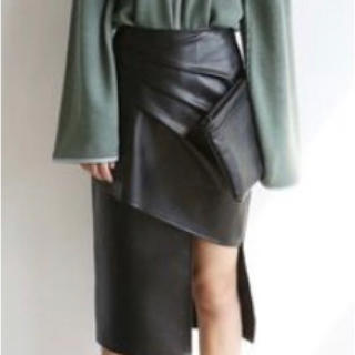 ブラック レザー風スカート