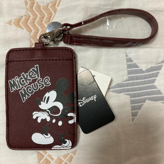 Disney(ディズニー)の【Disney】新品 リール付きパスケース レディースのファッション小物(パスケース/IDカードホルダー)の商品写真