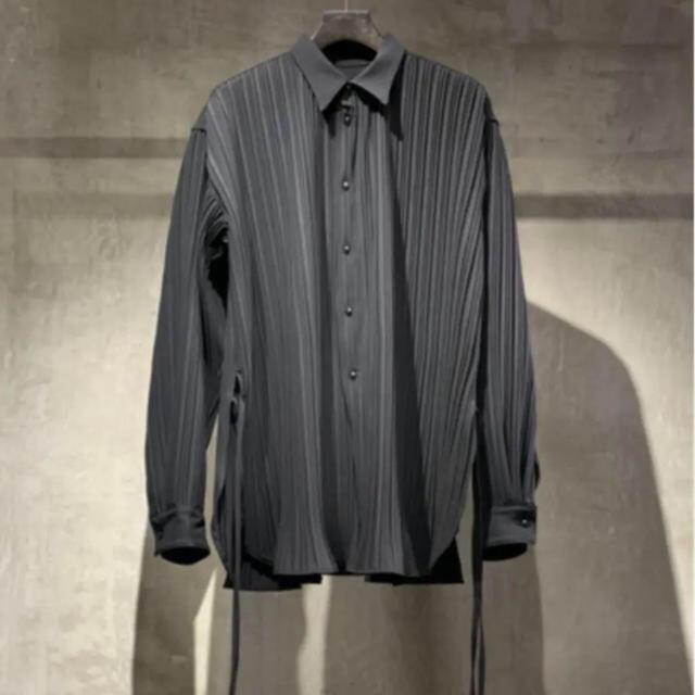 1LDK SELECT(ワンエルディーケーセレクト)のtoironier トワロニエ  プリーツシャツ ブラック メンズのトップス(シャツ)の商品写真