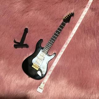 ミニチュア ギター おそらく1/6スケールです。