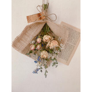 ドライフラワー ユーカリと優しい色目の花材のスワッグ(ドライフラワー)