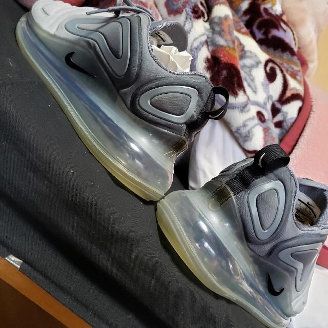 NIKE(ナイキ)のNIKE ナイキ AIRMAX エアマックス 720 グレー 27㎝ スニーカー メンズの靴/シューズ(スニーカー)の商品写真