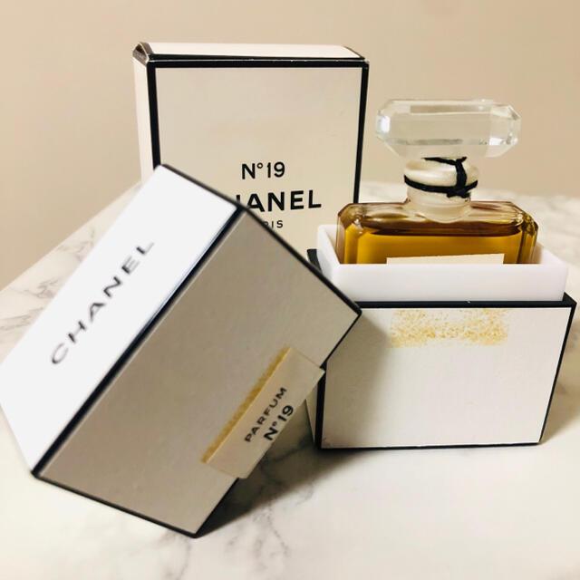 CHANEL(シャネル)の【新品】CHANEL N°19 シャネル香水PARFUM(パルファム) 14ml コスメ/美容の香水(ユニセックス)の商品写真