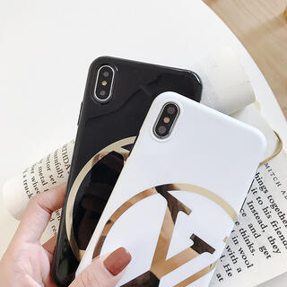 人気 iPhoneケース A82-1