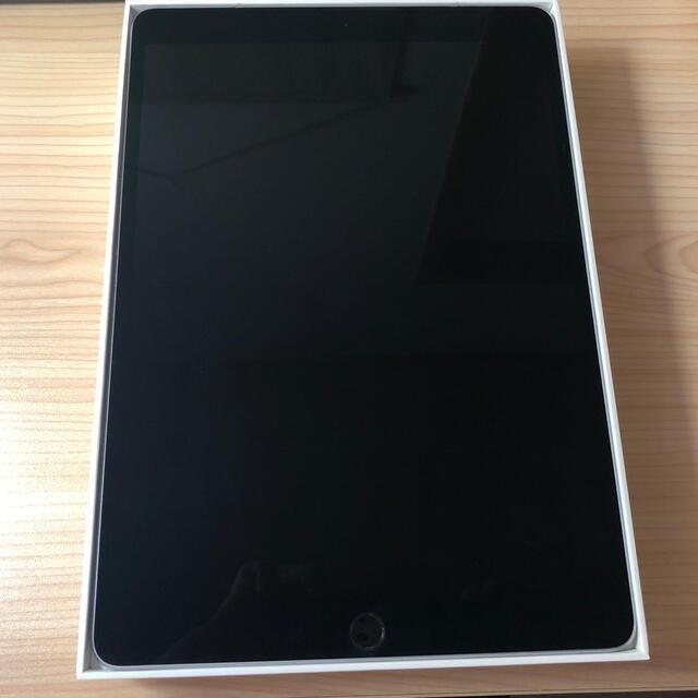 iPad(アイパッド)のipadpro10.5 wifi&cellular 64GB USB-C充電器付 スマホ/家電/カメラのPC/タブレット(タブレット)の商品写真