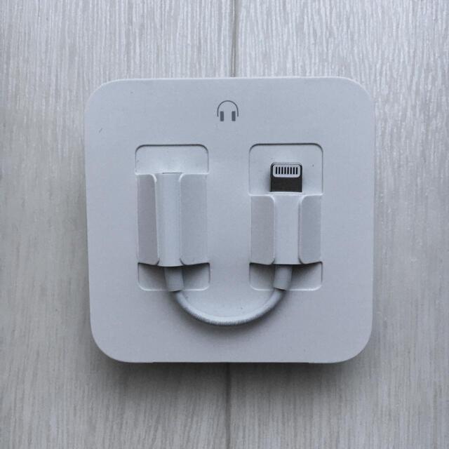 Apple(アップル)のiphone イヤホン 純正 変換ケーブル付 スマホ/家電/カメラのオーディオ機器(ヘッドフォン/イヤフォン)の商品写真