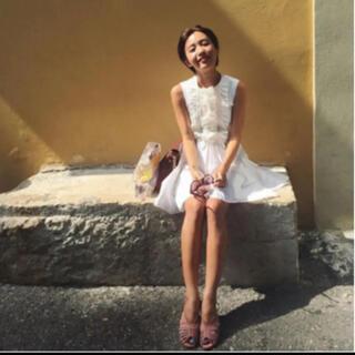 ミュウミュウ(miumiu)の【最終値下】miumiu白ワンピースドレス サイズ40(ひざ丈ワンピース)
