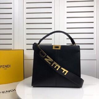 FENDI - 新品Fendi  フェンディ ショルダーバッグ  バントバッグ