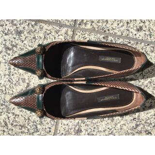 ドルチェアンドガッバーナ(DOLCE&GABBANA)のエナメルスエード コンビパンプス ヒール1㎝ (ローファー/革靴)