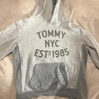 トミー(TOMMY)のTOMMYのグレーフード付きパーカー(パーカー)