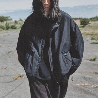 コモリ(COMOLI)のCOMOLI 20AW新作 ナイロンショートジャケット ネイビー サイズ2 新品(ナイロンジャケット)