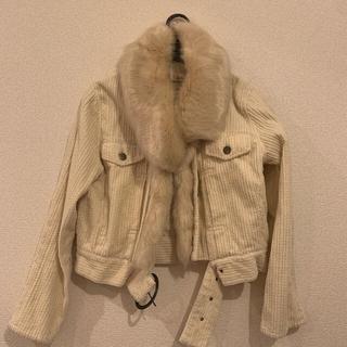 リリーブラウン(Lily Brown)のLily Brown エコファー付きオフホワイトブルゾン LBのセーター付き(ブルゾン)