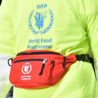 バレンシアガ(Balenciaga)のBALENCIAGA ウエストポーチ WORLD FOOD PROGRAMME(ウエストポーチ)