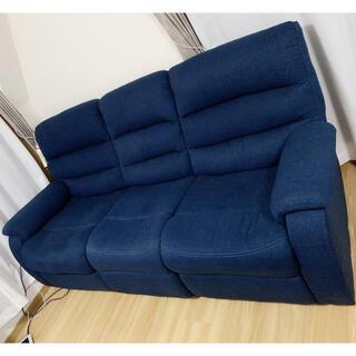 ニトリ(ニトリ)のニトリ3人用布張りテーブル付きリクライニングソファ(三人掛けソファ)