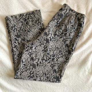 サンタモニカ(Santa Monica)のlace flower pants(カジュアルパンツ)