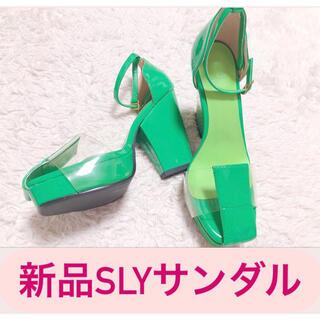 SLY - 2683.SLY グリーン 新品 サンダル エナメル ヒール