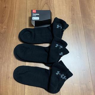 アンダーアーマー(UNDER ARMOUR)の新品タグ付きアンダーアーマー靴下ソックスブラック厚みタイプ即購入してください(ソックス)