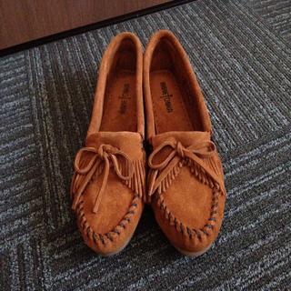ミネトンカ(Minnetonka)のミネトンカ モカシン(ブラウン)(ローファー/革靴)