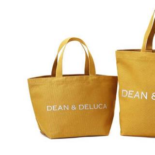 ディーンアンドデルーカ(DEAN & DELUCA)のディーン&デルーカ チャリティートートバッグ2020 キャラメルイエロー S(トートバッグ)