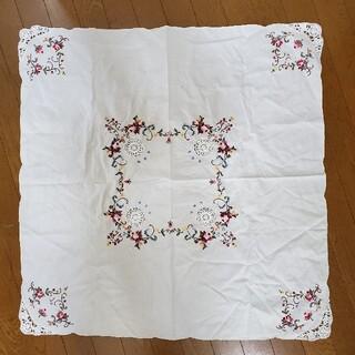 キャトルセゾン(quatre saisons)の刺繍テーブルクロス(テーブル用品)