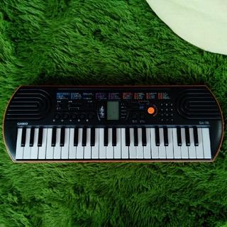 カシオ(CASIO)のカシオSA-76☆ミニキーボードオレンジ&ブラック(電子ピアノ)