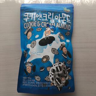 トムズ(TOMS)のクッキー&クリームアーモンド 쿠키앤크림아몬드 韓国(菓子/デザート)