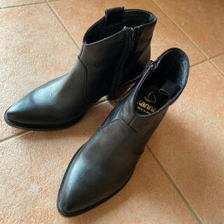 トゥモローランド(TOMORROWLAND)のkanna room903 レザーショートブーツ(ブーツ)
