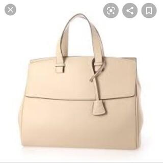 ミラオーウェン(Mila Owen)のミラオーウェン チャーム付きラージハンドバッグ(ハンドバッグ)