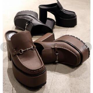 エモダ(EMODA)のエモダ バルキーヒールサボサンダル(ローファー/革靴)