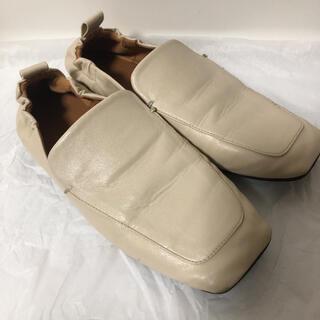 ミラオーウェン(Mila Owen)のミラオーウェン ローファー ペタンコ フラットシューズ アイボリー 36(ローファー/革靴)