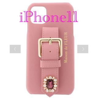 メゾンドフルール(Maison de FLEUR)のメゾンドフルール  ビジューバックルベルトアイフォン11ケース 新品 完売(iPhoneケース)