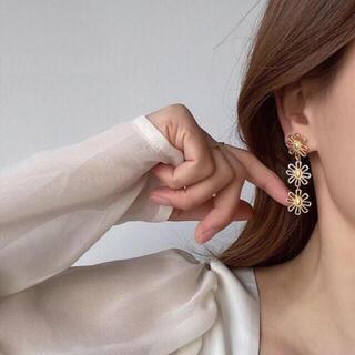 ローリーズファーム(LOWRYS FARM)のtriple flower earrings(イヤリング)