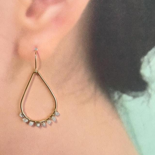 グレーダイヤモンドのドロップピアス ハンドメイドのアクセサリー(ピアス)の商品写真